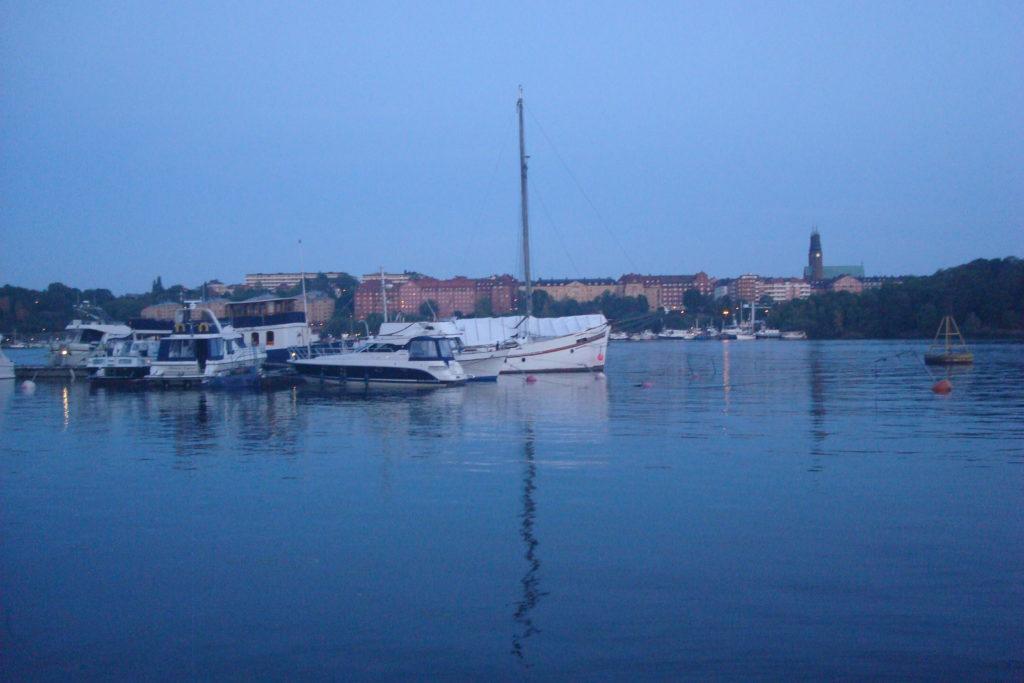 Tombée du jour sur  le charmant port de Stockholm, en plein centre-ville et pourtant si paisible.