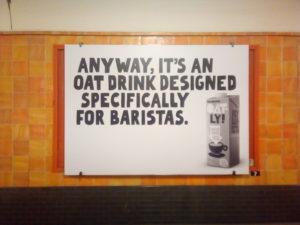 Pub rigolote pour du lait d'avoine végane dans le métro de Berlin.