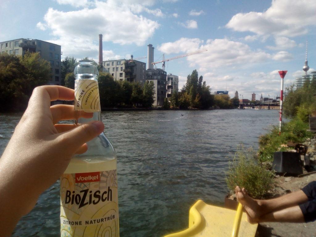 Au bord de la Spree et tout près de la Ostbahnhof, le Holzmarkt est une oasis de baba-coolitude en plein Berlin.