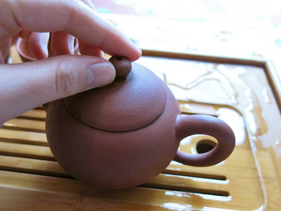 Elle n'est pas ADORABLE, cette petite théière chinoise ? Notez que ça contient toujours plus qu'on ne croit !