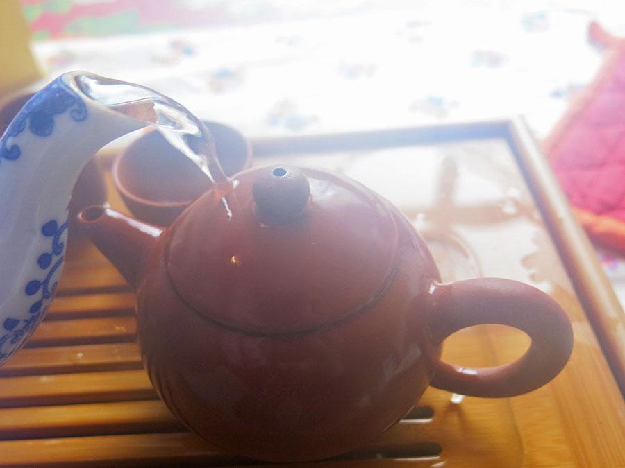 Avec le gong fu cha, la théière s'offre un bon hammam... ;)