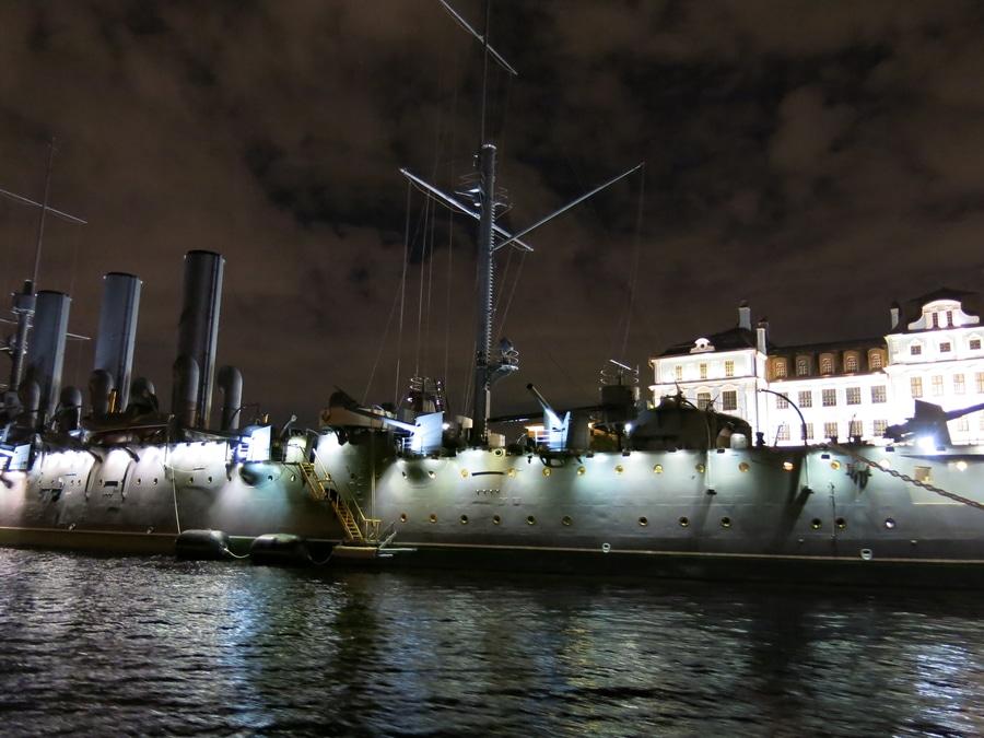 Aurore, bateau de guerre sur la Neva