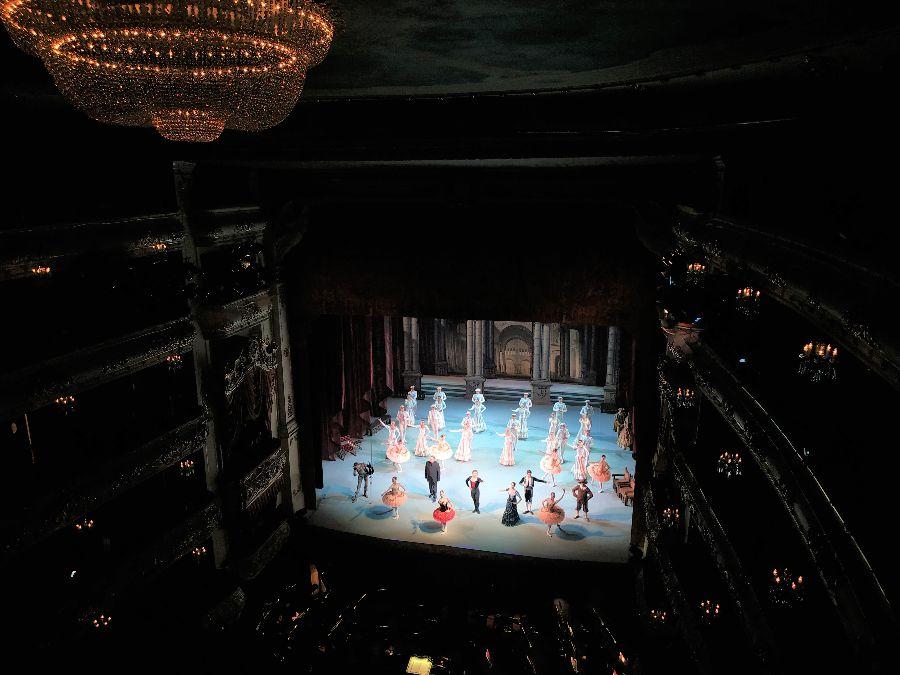 """Un des nombreux saluts à la fin de la représentation du ballet """"Don Quichotte"""" (à ce moment-là on avait le droit de faire des photos)"""