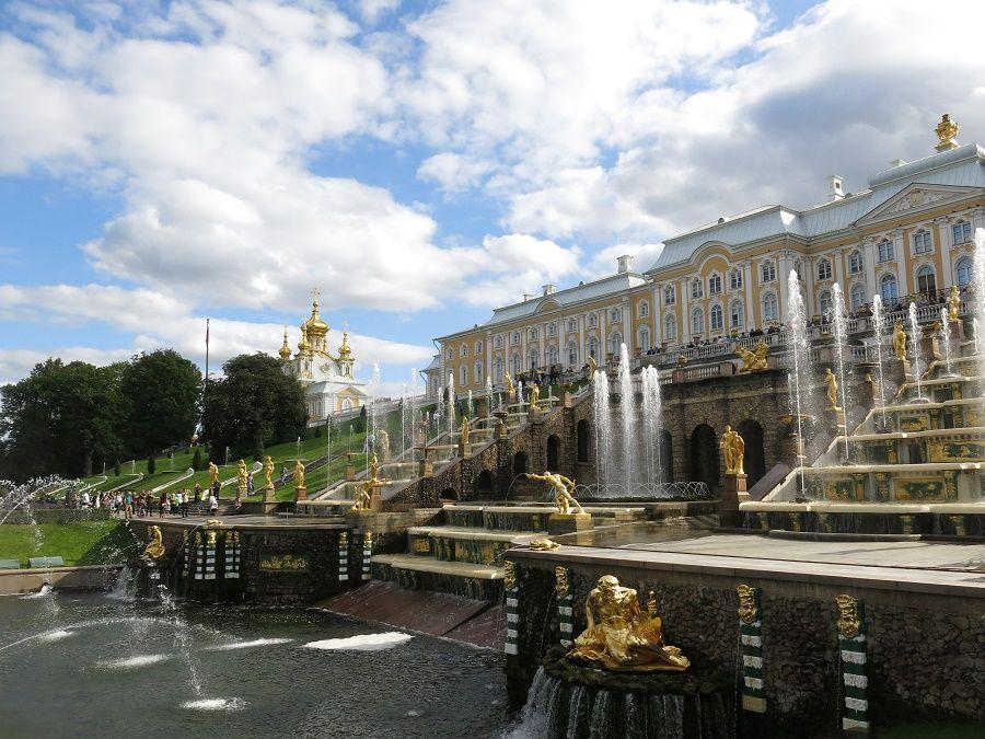 La plus fameuse des fontaines du palais d'été de Peterhof