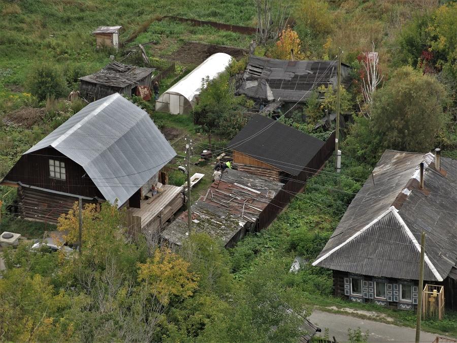 J'essayais d'imaginer comment ça pouvait être de passer l'hiver sibérien dans ces petites maisons à l'air ma foi bien modeste...