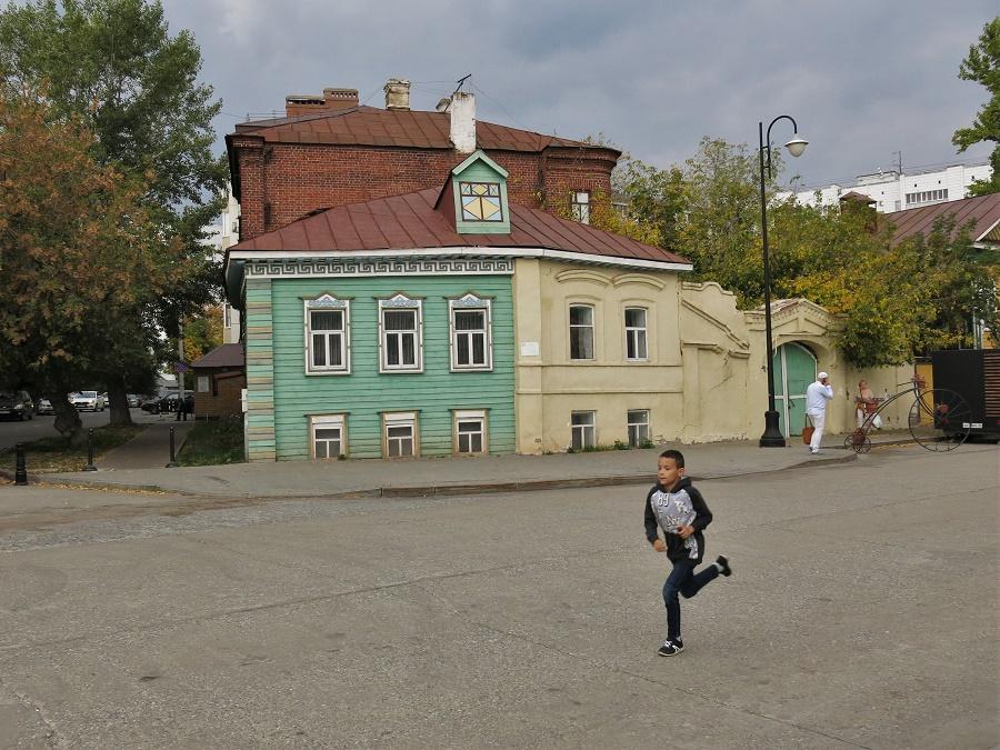 Maison de bois d'architecture tatare traditionnelle (Kazan).