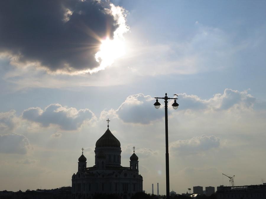 Sur le retour, j'ai attrapé quelques jolies vues depuis un grand pont qui traversait la Moskva...