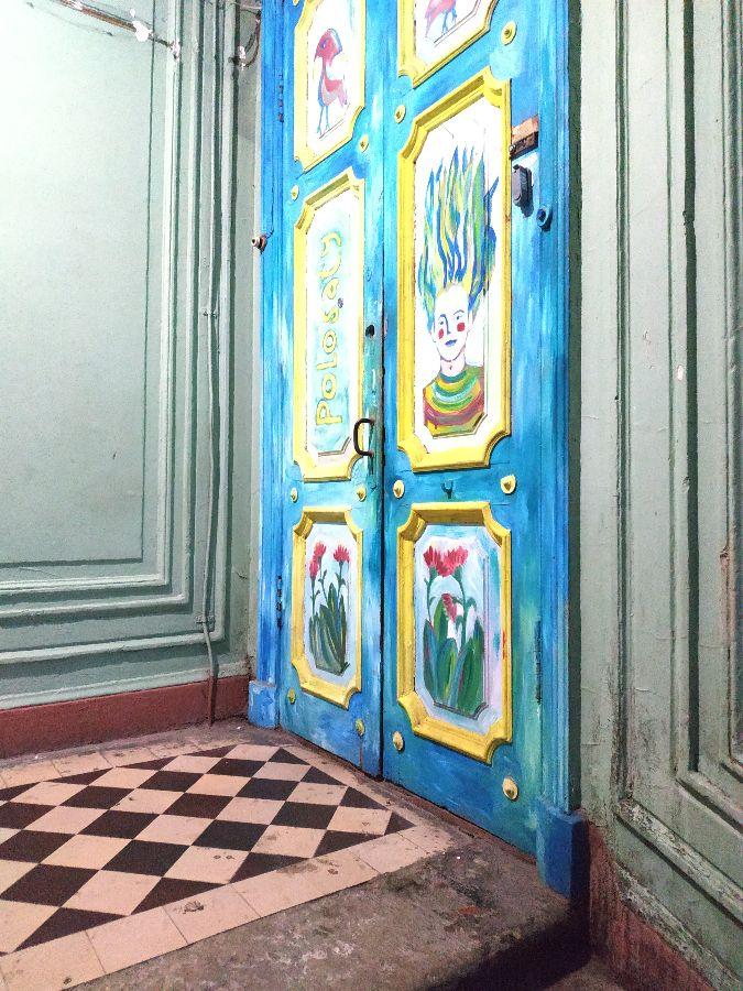 Porte du Polosaty Hostel, mon auberge de jeunesse à St Pétersbourg