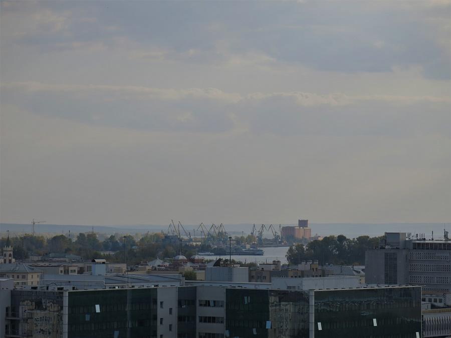 Postée sur les berges de l'immense Volga, Kazan est une ville portuaire. J'ai tout de suite été frappée par son allure de station balnéaire, à la fois désuète et ouverte sur l'horizon.