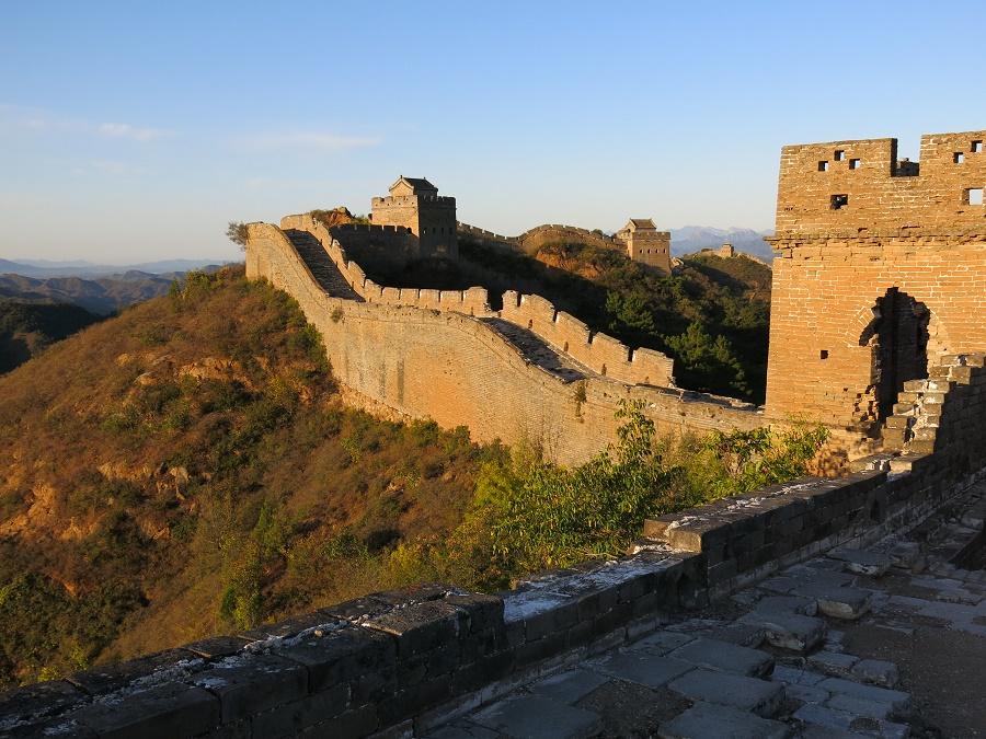Pas un chat sur la Grande Muraille... Et pour cause, il est 6h30 et le soleil se lève à peine ! Mais surtout, il s'agit du tronçon peu fréquenté de Jingshanling.