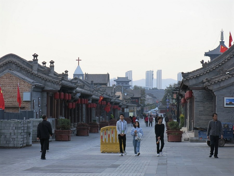 """Une des ruelles de la """"vieille ville"""" de Datong en ce lundi après-midi... Atmosphère plutôt étrange. Les quelques touristes perdus là avaient l'air de se demander comment ils y avaient atterri."""