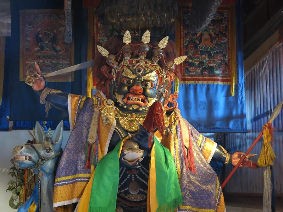 Cette divinité est la seule et unique figure féminine présente dans le complexe de temples. Son rôle est de le protéger contre les agresseurs. Charmante, n'est-ce pas ?