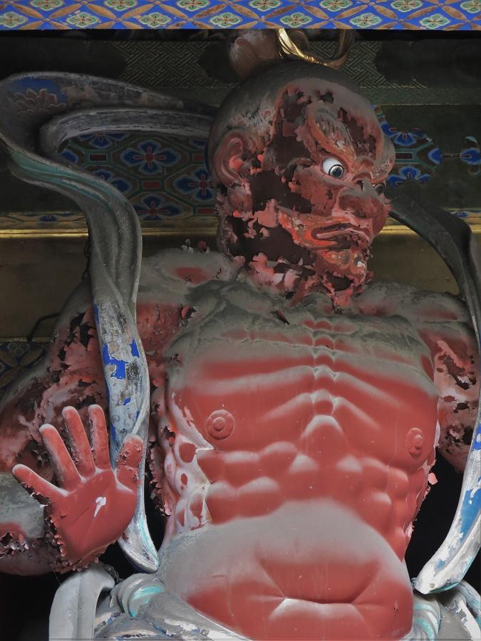 A l'entrée du temple Tosho-gu, de féroces gardiens arrêtent les esprits malins.