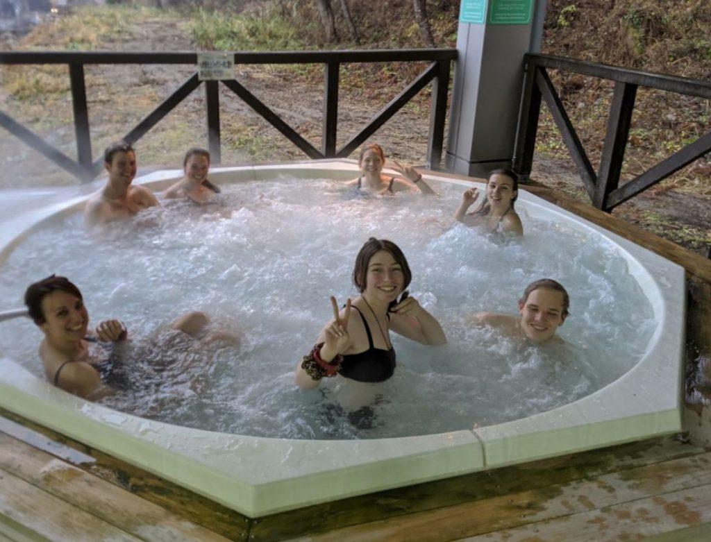 Autre détail sympa du travail à la station : on a accès gratuitement au spa ! Il y a une piscine intérieure, un jacuzzi extérieur, un sentô (bain public à la japonaise, non mixte, où on se baigne tout nu) et même un sauna ^^