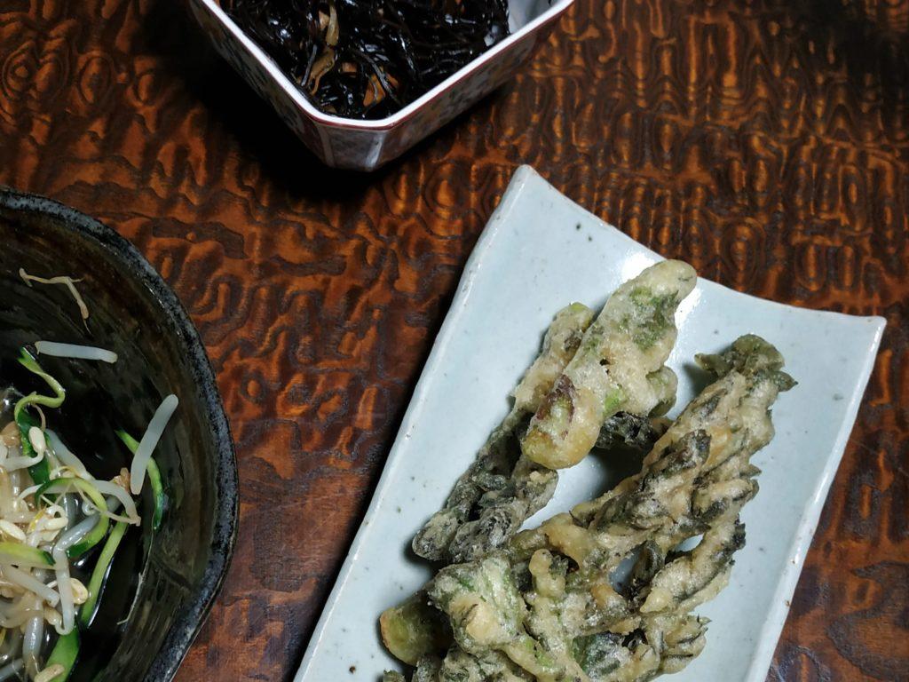 Les bourgeons de taranome ont un goût frais, légèrement résineux, qui s'avère délicieux en tempura !