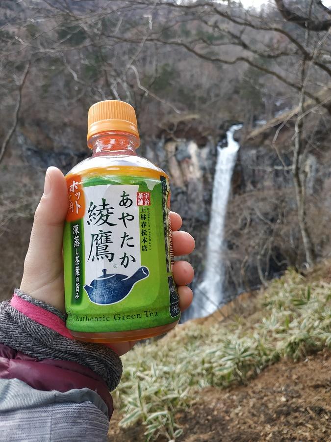 Cet hiver, j'ai bien apprécié de trouver des distributeurs de bouteilles de thé vert chaud en finissant mes randos en montagne... Improbable mais très agréable !!