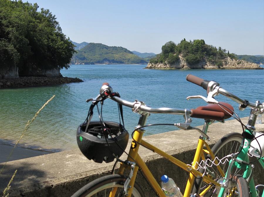 En juin dernier, j'ai passé un weekend en amoureux dans le parc national du Seto Naikai, réputé pour son parcours cycliste de 70 km à travers un chapelet de petites îles. Malgré nos recherches préalables, nous avons eu la mauvaise surprise de découvrir que le service de location de vélos et ses navettes spéciales étaient fermés à cause du covid-19. Heureusement, nous avons finalement réussi à trouver un petit magasin de location et, même sans navettes, avons pu parcourir une trentaine de kilomètres à couper le souffle ! Et en guise de dédommagement, nous avions les pistes cyclables et les plages pour nous tous seuls :)