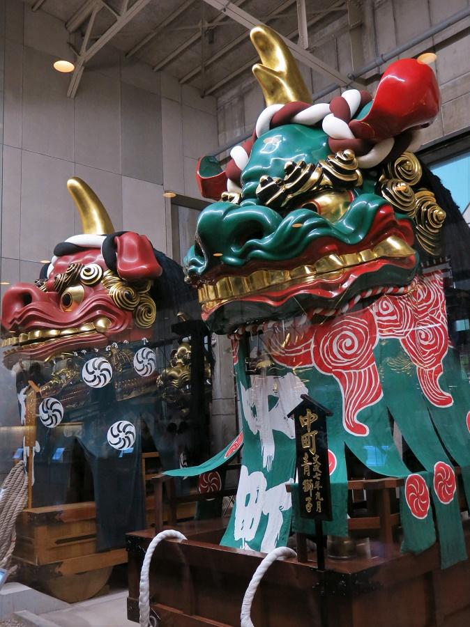 Deux chars du fameux matsuri (festival religieux et populaire) de la ville de Karatsu, exposés dans un musée dédié.