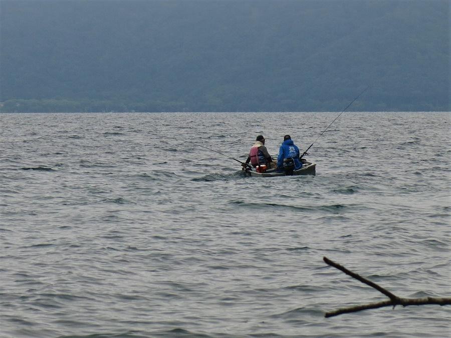 Avec le mauvais temps que j'ai parfois eu, et notamment les vagues qui agitaient la surface du lac, j'aurais déjà pu me croire en automne. Pourtant, on était bien en plein milieu de l'été ! Mais dans la région d'Aomori, juillet est le mois de la saison des pluies.